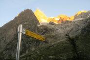 il cartello che indica il sentiero per il bivacco