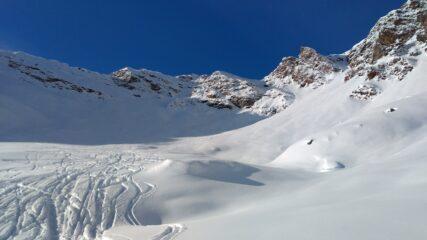 L'ampia conca ai piedi del Pizzo Coppetto dove, in funzione delle condizioni, termina l'itinerario