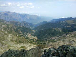 Sguardo a valle dalla cima