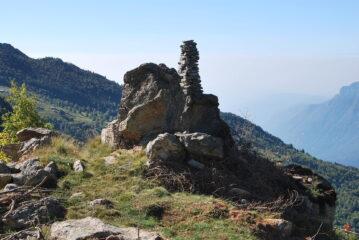 Il gigantesco ometto che dall'Alpe Trucchetto indirizza verso il percorso per la Punta Cressa