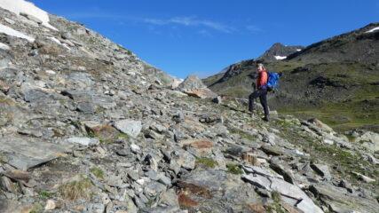 salendo nella prima parte del vallone Rocher Blanc verso il Colle del Lago Nero