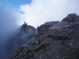 Il Piz Boè visto dalla cresta che scende verso il Piz de Lech Dlacè.