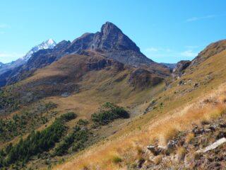 Al centro il Col Crotey con la Tersiva sullo sfondo.