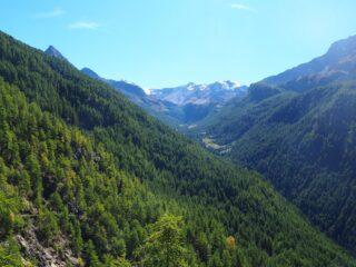 La testata del Vallone di Saint Marcel dal piazzale superiore delle Miniere.