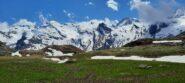 Spettacolare contrasto tra prati verdi e cime bianche, da pian Ciamarella