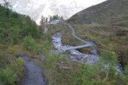 All'alpeggio di Arminaz, all'attraversamento del torrente