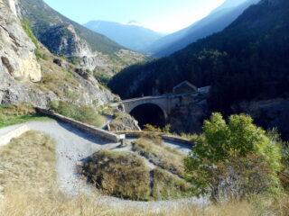 da cité Vauban si scende al pont d'Asfeld