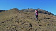 Salendo sopra il Colle Tardiva, sulla destra il Mont della Tza