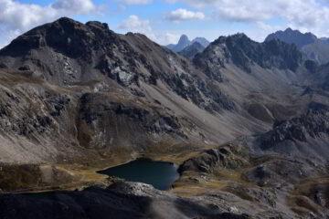 Veduta sui Laghi di Roburent e i monti Scaletta, Meja e Oserot dalla vetta