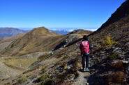 Sentiero sul versante Nord del Tibert verso la Rocca della Comunetta (in fondo a sx)