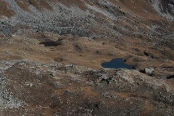 Laghi di Dzioule dalla cresta, non è però evidente un bivacco.