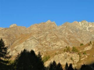 La Rocca del Nigro vista alla partenza, tra R. della Niera e R. Bianca