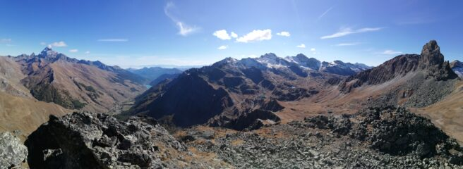 panorama dalla cima con Monviso e Roc della Niera