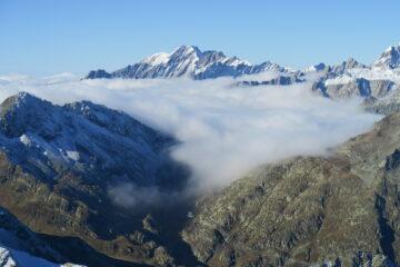 il Colle del Gran San Bernardo coperto di nebbia