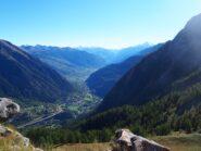 La Valdigne dalla cima, con sullo sfondo Emilius e Grivola.
