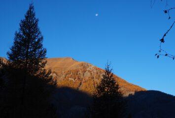 Il Mont Corquet visto dalla prima parte del sentiero.