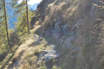 Sul sentiero 1W, il tratto con corda fissa