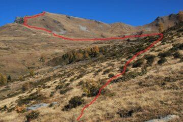Vista dai ruderi di Les Ors la via di salita al Tramaglio ed al promontorio prima della cresta